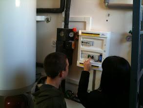 Photo: Jak se pracuje s měřící jednotkou nám ukazuje paní zástupkyně Gabriela Bačová.