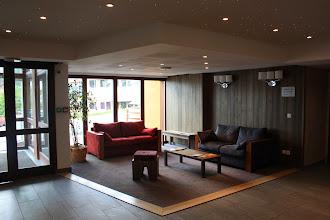 Photo: Vision du hall d'entrée de la résidence Deneb, à Risoul dans les Alpes du Sud.