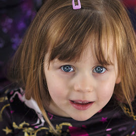 blue eyes by Melissa Marie Gomersall - Babies & Children Child Portraits ( beautiful, blue, freckles, girl, eyes, cute, little )