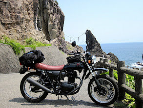 Photo: 室戸の夫婦岩 Meitoiwa on cape Muroto  Meitoiwa = Husband and Wife  Kawazaki 250TR - カワサキTR