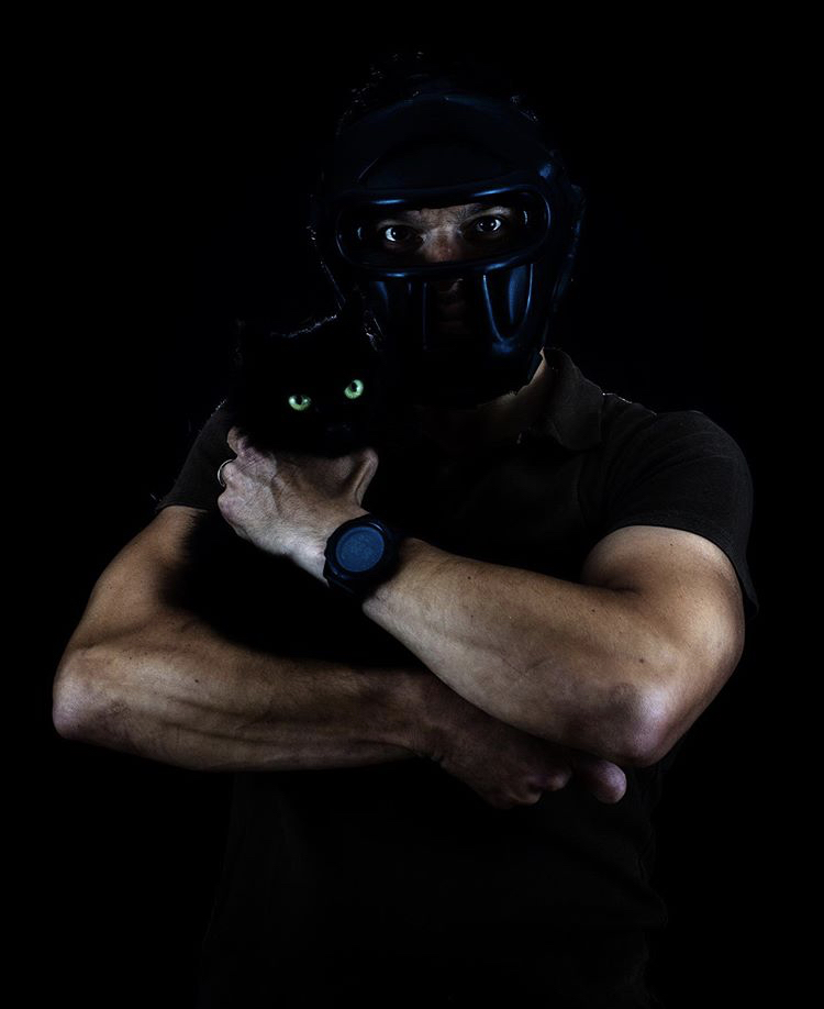 The mask and the cat.... di roberto_basso