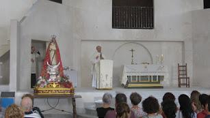 ElRector del Santuario, ManuelPozo, ofició la mayoría de misas. Foto: J.L. Laynez