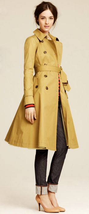 Casual look with mustard yellow trench coat and jeans for Warm Autumn women