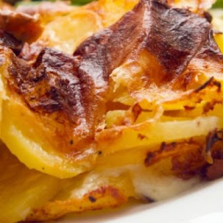 Quick and Easy Old Fashioned Cheesy Au Gratin Potatoes.