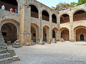 Photo: Rhodos oude stad. Archeologisch museum.