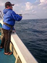 """Photo: このシブい中、波の高い中、""""サクライさん""""にフィーッシュ! ・・・でしたが。"""