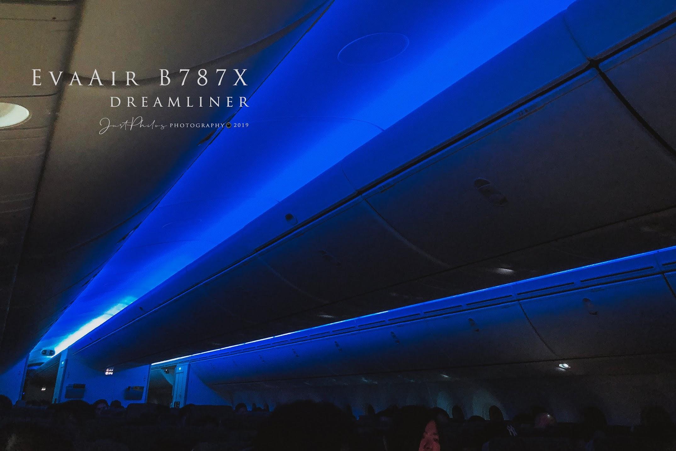 夜間飛行時長榮B787的艙內會改用不同顏色的艙內燈光變化,形成艙內一種特殊的燈光氛圍。