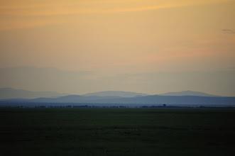 Photo: Steppe au crépuscule ; on pourrait penser la steppe monotone, et pourtant en 3 semaines je n'ai jamais eu l'impression de voir la même chose, où que j'aille.