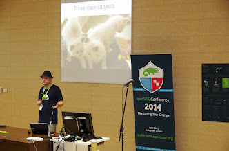 Photo: How to run a booth and present your project, Jos Poortvliet