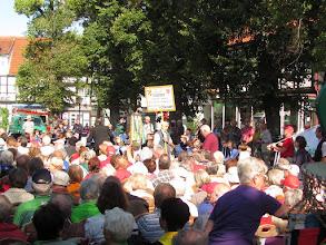 Photo: Franz Rücker trägt das GGV-Schild