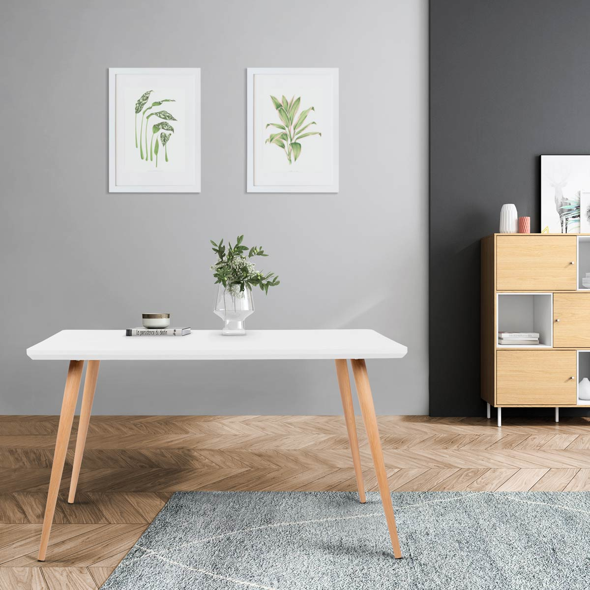 Salón minimalista y decorado con plantas.