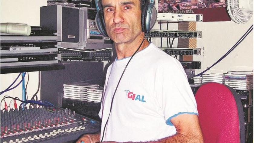 Paco Montoya  ha sido durante más de treinta años el dueño, el promotor, el comercial y el locutor de la emisora Radio Andaluza.