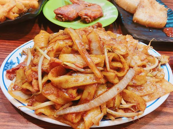 買炸雞看到的就來試試看,第一次吃港式點的這麼含蓄,點心選擇的種類較少,基本上是正餐為主,我們點了C餐、㷛飯、炒野、芥末雞翅、薯條、西多士,好吃又不貴