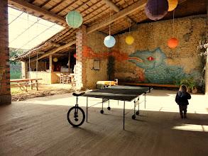 Photo: Nouveauté 2012 : grange pour ping-pong, balançoire, vélo à une roue, badminton etc ....