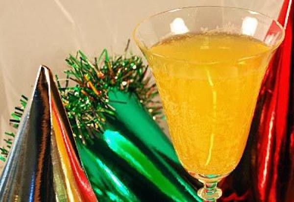 Bellini Champagne Cocktail Recipe