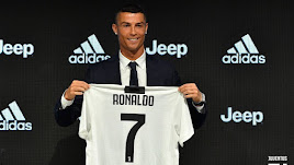 Cristiano Ronaldo con su nueva camiseta.