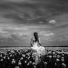 Wedding photographer Louise van den Broek (momentsinlife). Photo of 10.07.2017