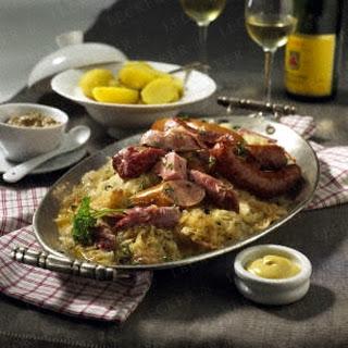 Elsässer Sauerkraut nach Hausmacher Art (Choucroute maison)