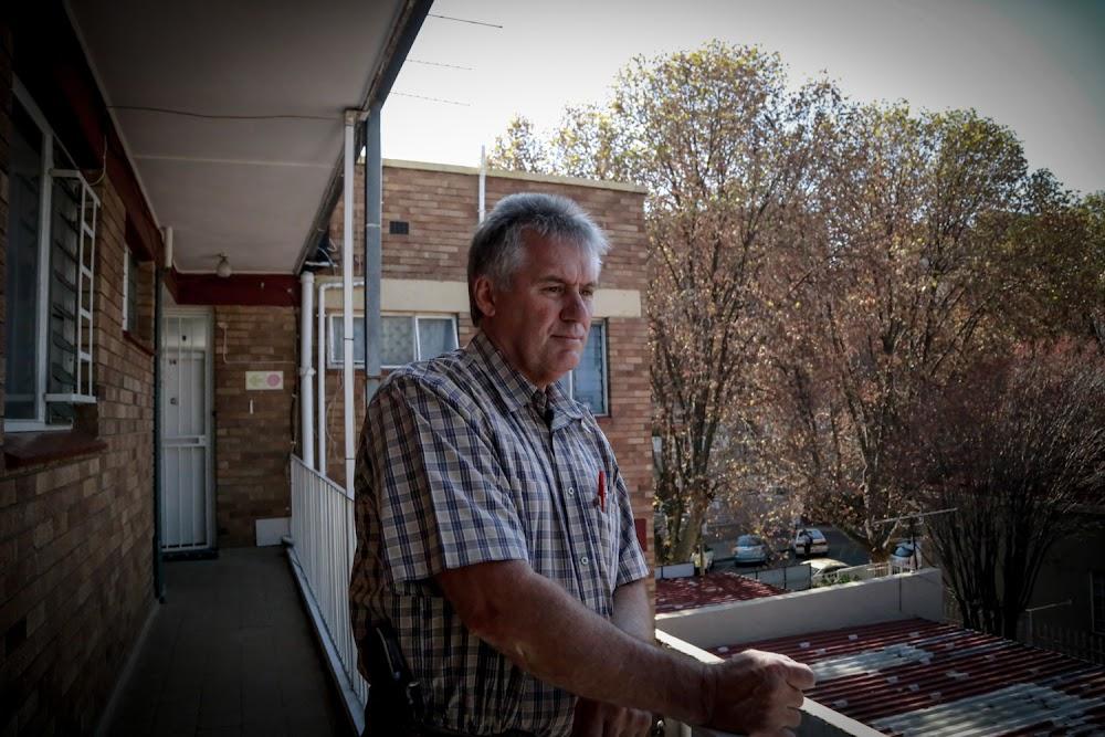 'Ek werk vir die publiek, nie vir die geld nie': Polisieman wat reeksmoordenaars in Krugersdorp laat borsel - SowetanLIVE Sunday World