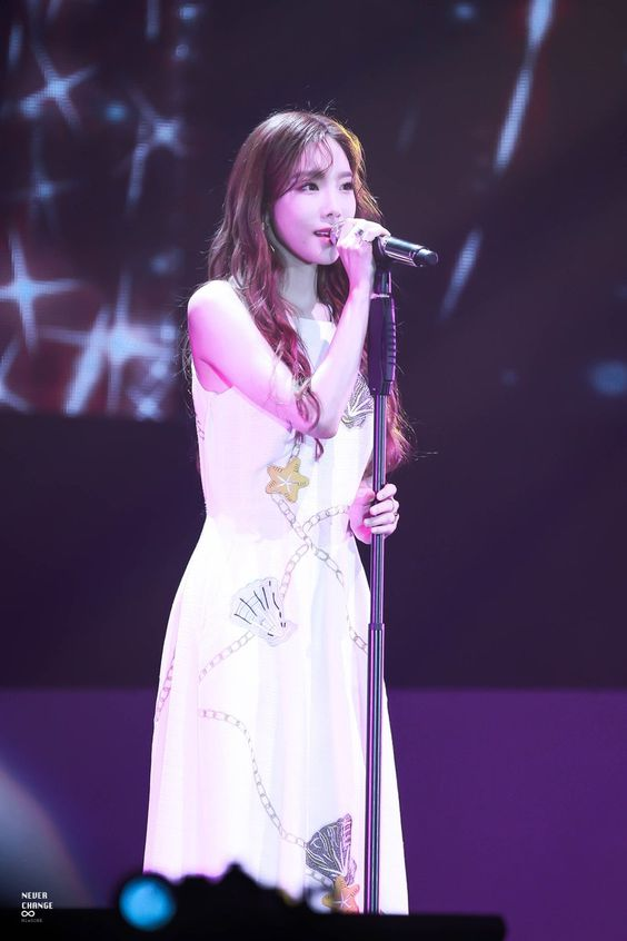 taeyeon gown 37