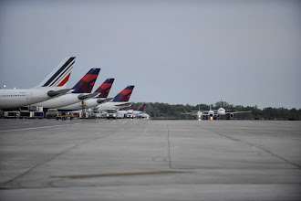 Photo: Detroit Metro Airport's McNamara Terminal serves members of the SkyTeam Alliance, including Air France (left) and Delta.  CREDIT: Vito Palmisano/Wayne County Airport Authority.