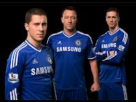 """3 mannen in blauw shirt met opdruk """"Samsung"""""""