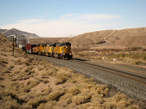 Photo: On the way down, we finally manage a close encounter with a Union Pacific train. At first, we thought it was an airplane, but soon it was clear that a train was coming, so we waited.
