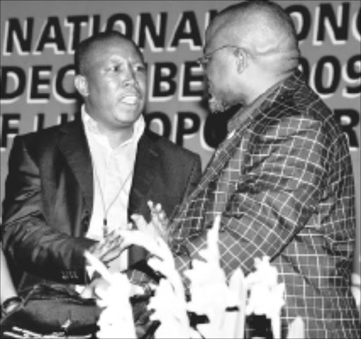 DELICATE DISCOURSE: Julius Malema exchanges viewpoints with Gwede Mantatshe. Pic. ELIJAR MUSHIANA. 25/01/2010. © Sowetan.  10 DECEMBER 2009 THURSDAY:  WORDS OF WAR: From left, Billy Masethla, ANC NEC member look on when Gwede Mantatshe, ANC general-secretary and Julius Malema, President of ANCYL are on a short disputes and war of words after the first SACP special national congress session held at University of Limpopo, Turf campus. Malema is accusing Matantshe why he allowed delegates for boeing the introduction of Billy Masethla inside of the hall. PHOTO: ELIJAR MUSHIANA