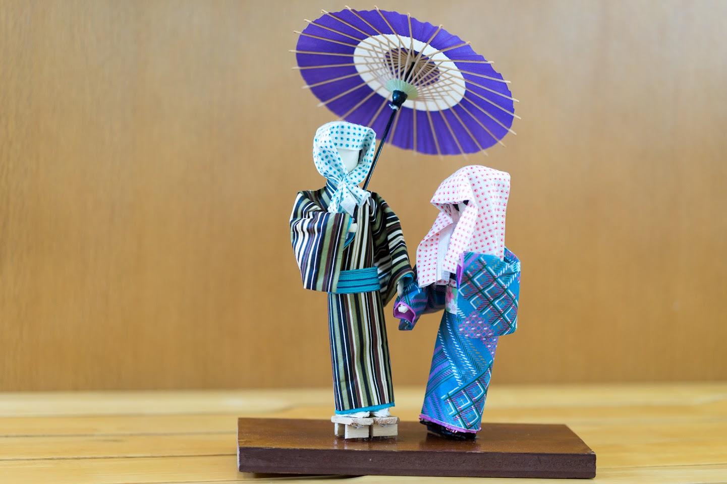 川本富美子さんの和紙人形は、「矢切の渡し」