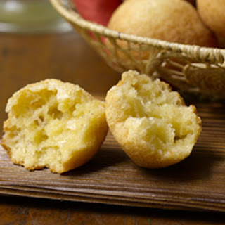 Brazilian Cheese Rolls | Pão de Queijo.