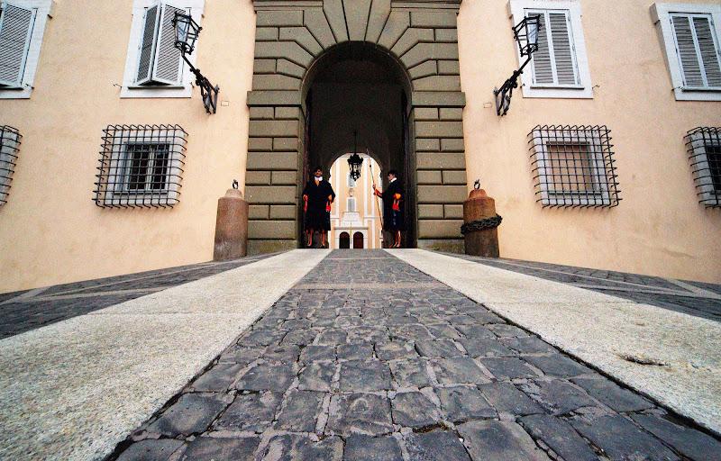 Le porte del Papa di cesare carusio
