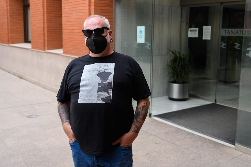 El fotógrafo Antonio J. García, vistió una camiseta con una fotografía de Siquier que fue portada de la Revista Afal.