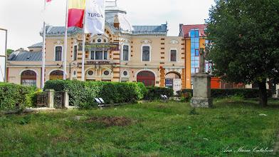 Photo: Crucea mare de piatra si Teatrul Municipal Turda - (2013.09.02)