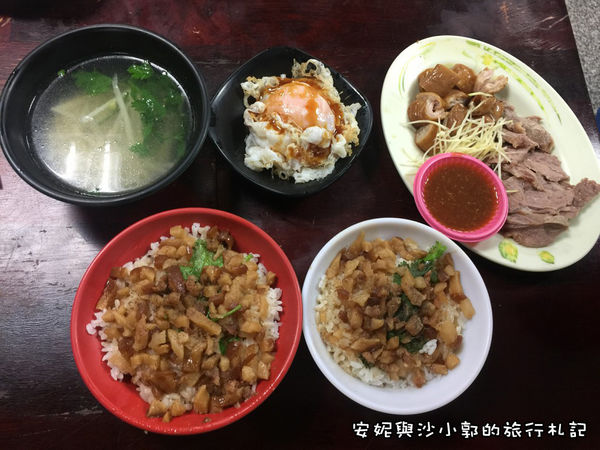 戽斗滷肉飯 老饕必點半熟荷包蛋+滷肉飯
