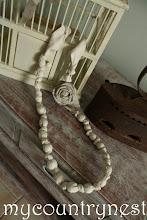 Photo: collana con perle di lino e rosa
