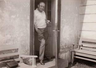 Photo: 1977 r.Kazimierz Aksamit w drzwiach budynku stacyjnego w Rogoźniku.  Zdjęcie udostępnione prze P.Ewe Aksamit.