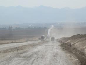 Photo: Quand je dis poussière et camions, ce n'est pas une blague!