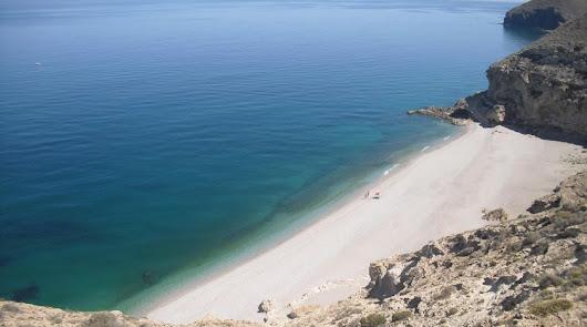 Una playa almeriense, entre los 10 paraísos de España
