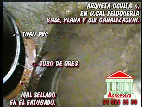 Photo: Imagen tomada con la cámara de inspección de tuberías , observando una reparación reciente, ajena a nuestra empresa, muy mal ejecutada y provocando filtraciones en la comunidad de vecinos en Madrid. POCERIA , DESATASCOS , FOSAS E INUNDACIONES . POCEROS CON SERVICIO DE URGENCIAS 24 HORAS.— en Madrid 91 665 35 50 www.Acropolys.es