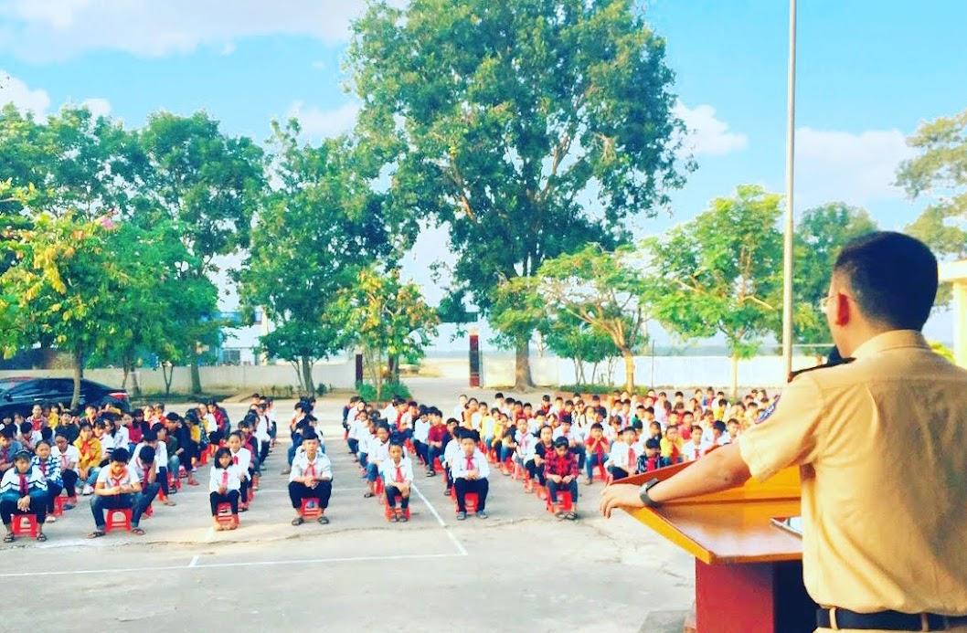 Công an huyện Đô Lương tuyên truyền pháp luật tại trường học trên địa bàn