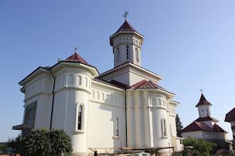 """Photo: Съборният храм и зимният параклис (на заден план, в строеж) на манастира """"Благовещение на Пресвета Богородица"""" в с.Валеа Рошие."""