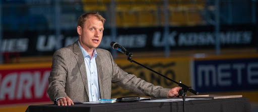 <p>Jussi Markkanen SaiPa ry:n mailanpainajaisissa 26.4.2018</p>