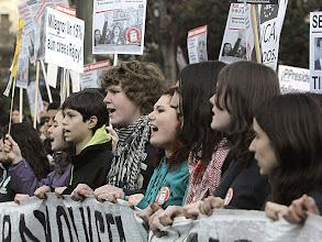 Photo: GRA297. MADRID, 07/02/2013.- Cabecera de la manifestación convocada por la Plataforma Regional por la Escuela Pública de la Comunidad de Madrid celebrada hoy en la madrileña Plaza de Neptuno en defensa de la escuela pública y contra la ley educativa LOMCE. EFE/Kiko Huesca