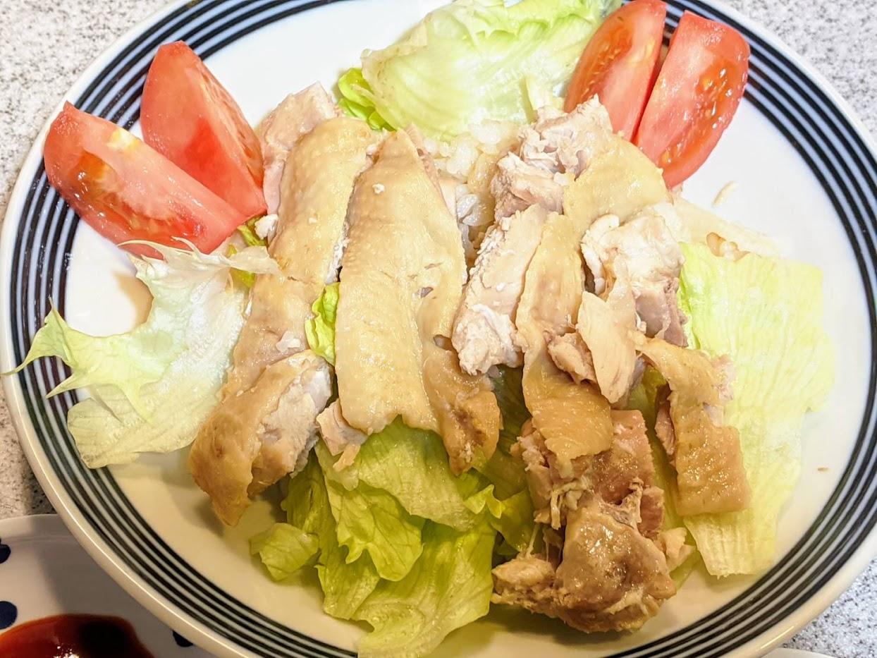 海南鶏飯盛りつけた画像