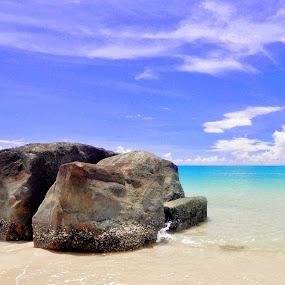 Batu Pugak     ( Bang mas Abang ganteng ) by ANdi Khoebill - Landscapes Travel