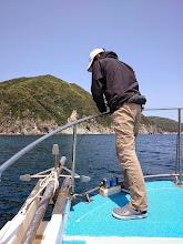 Photo: 沖に出るも・・・強風、高波で。 再び島影