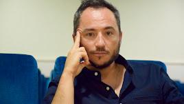 Ricardo Arqueros en las butacas de la futura Sala Valle-Inclán, ubicada en la sede de Inartesca.