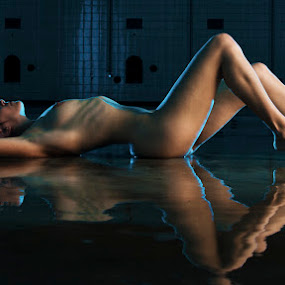 Blau by Carl0s Dennis - Nudes & Boudoir Artistic Nude ( nude, indoor, reflection, reflections, mirror,  )