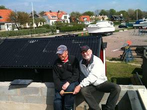 Photo: Curt och Ulf inspekterar ständigt bygget så allt blir som det är tänkt. Dom ser nöjda och glada ut- så det blir nog bra!