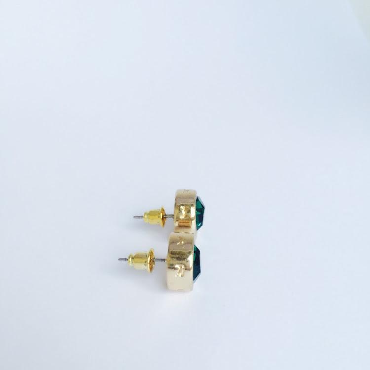 E044 - Gr. Charming Green Stud Earrings
